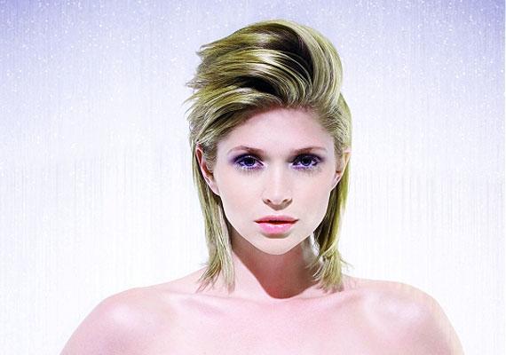 A homlokból felfelé fésült haj erősnek tűnik, és mivel nem lapul a fejre, dúsabbnak is.