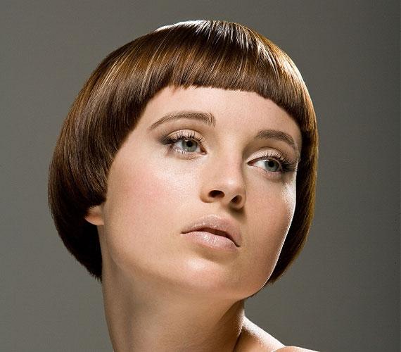 Elsőre úgy tűnhet, hogy ez a haj jó lehet akkor is, ha nem dúskálsz hajszálakban, de nagyon könnyen a fejre lapul, amitől még ritkásabbnak tűnik.