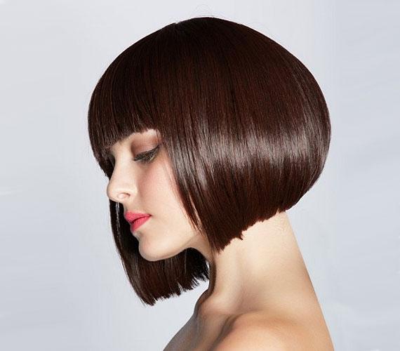 A stuccolt Kleopátra-frizurához sajnos kell az anyag, de, ha az alját egyenesebbre hagyják, akkor még jó is lehet.