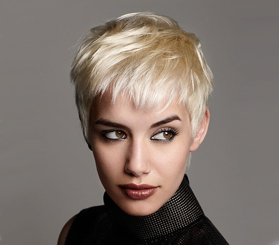 A nagyon szőke haj mindig kevesebbnek tűnik a valóságosnál, és az sem javasolt, ha ritkás a frizura, hogy a szőkét sötétebbre fesd, mert a lenövésnél úgy néz ki, mintha az illető kopaszodna.