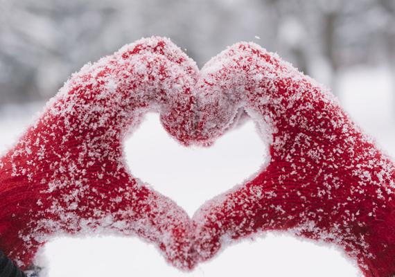A téli hideg megviseli a bőrt, vagyis amikor a hőmérő higanyszála már közelít a nullához, mindenképpen húzz kesztyűt, hidd el, később még hálás leszel érte!