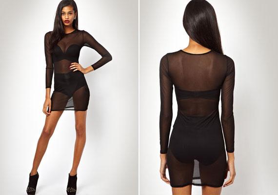 Bár az áttetsző, fekete anyag divatos és sejtelmes, azért mindennek van határa. Ez a ruha tulajdonképpen mindent megmutat, ami nem túl pozitív képet fest a viselőjéről.