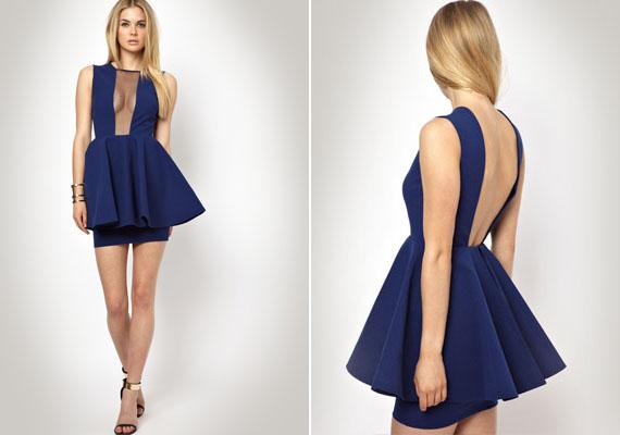A ruha szabása, hossza alapvetően jó, hiszen divatos, aranyos, nőies, ám az óriási neccanyaggal - úgymond - fedett rész túlontúl sokat mutat.