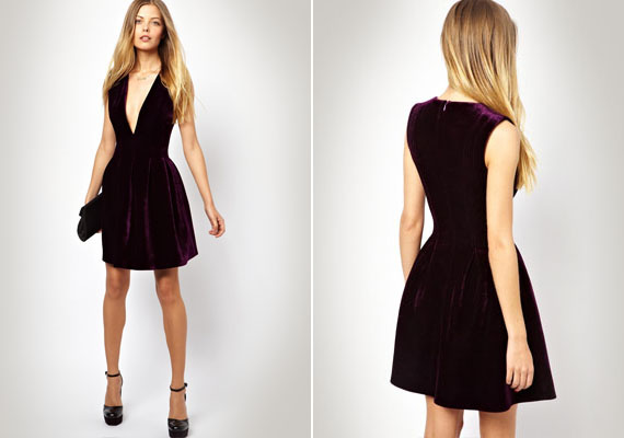 Ez a ruha majdnem rendben van. Szép szín, elegáns anyag, tökéletes hossz. A probléma a dekoltázzsal van, az ugyanis annyira merész, hogy már túl sok. Ez elrontja az összképet.