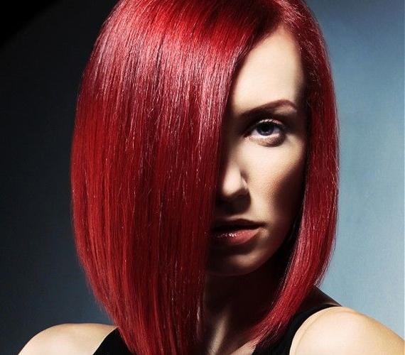 Így is csalhatsz a hajad hosszával: ahhoz, hogy kisebbnek látszódjon a toka, elég lehet egy olyan frizura is, amely elöl a leghosszabb, és hátrafelé fokozatosan rövidül.