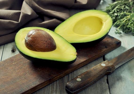 A fakó, élettelen fürtöket az A-, B- és E-vitaminokat is tartalmazó avokádó fényessé varázsolhatja. Ezen a linken egy fantasztikus hajpakolásreceptet találsz!