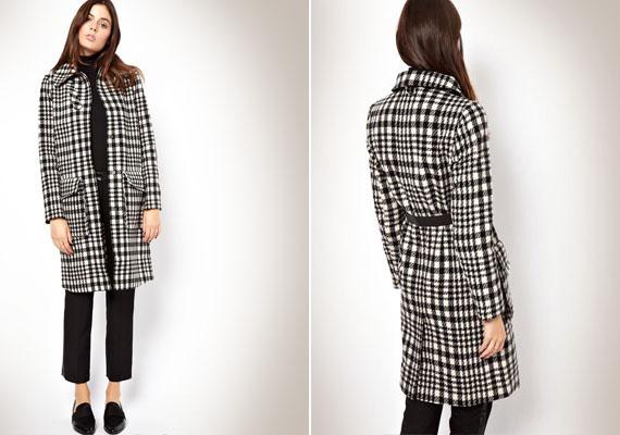 A nagykockás kabátok nagyon divatosak ősszel, de sajnos kövérebbnek mutatnak. Még rosszabb a helyzet, ha a kabáton a gombsor is dupla, mert az is erősít.