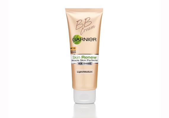 A Garnier BB elsősorban az apróbb bőrhibák eltüntetésében segíthet, könnyű textúrája miatt nyárra is kiváló választás, a 15-ös fényvédő faktor pedig csak hab a tortán. Ára: 2199 forint.
