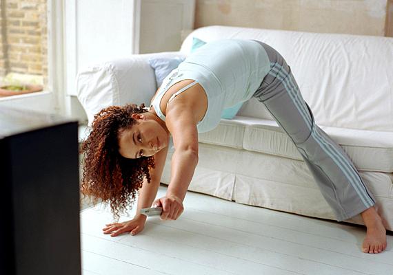 A mozgás jóleső érzéssel tölt el, és még szépít is, főleg, ha az ember rendszeresen végzi. Azonban azonnali hatása is van, mert a megdolgoztatott izmok nem engednek ki azonnal. Pár hasprés és fekvőtámasz után a test kontúrjai feszesebbek lesznek.
