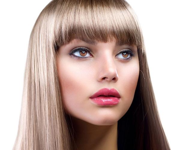 A nem túl élesre vágott frufru lágyítja az arcot, és nagyon nőies. Nem szükséges, hogy a haj hosszú legyen.