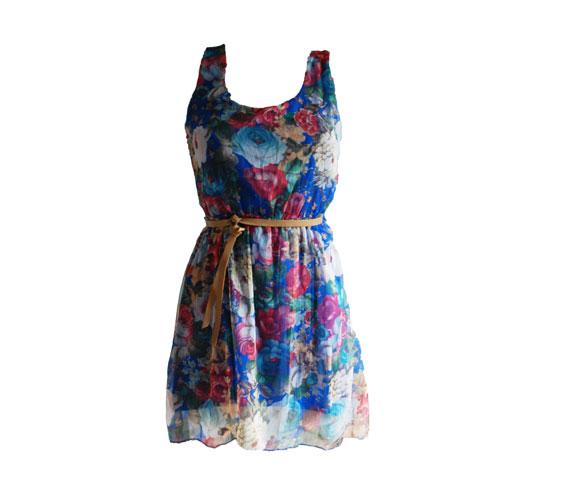 Ha inkább a kék színeket szereted, választ ezt az egyszerű darabot, övvel, szintén 3500 forintba kerül. Asia Center/Wink Sport&Fashion.