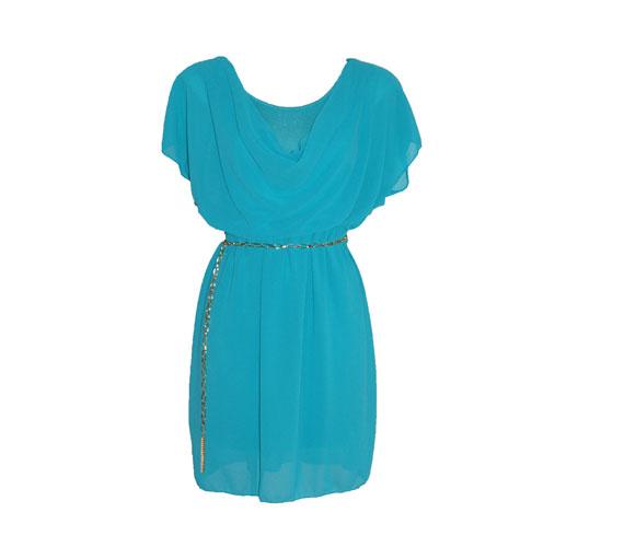 Ez az egyszerű, pillangóujjú ruha magában, de akár egy szűk farmerral is viselhető. 3990 forintba kerül. Asia Center/Sebata.