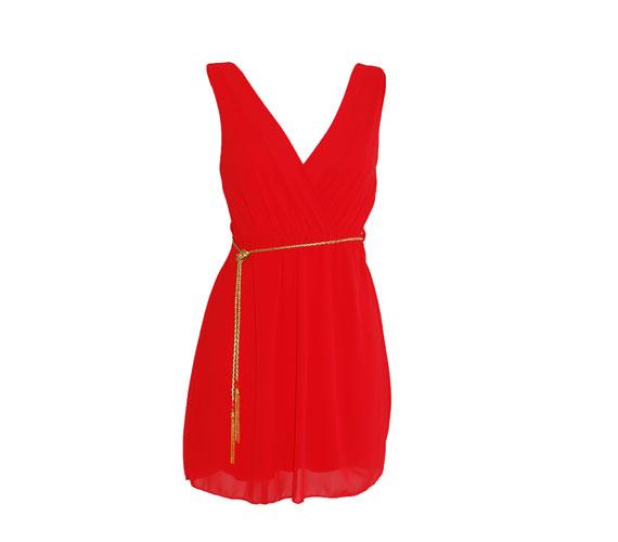 Csajos, bulis estére tökéletes ez a piros ruha, ami elég egyszerű ahhoz, hogy elviselje a különleges kiegészítőket. 3500 forintba kerül. Asia Center/Trend.