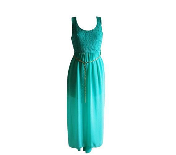 Alacsonyabb lányoknak ajánlható ez a türkizszín ruha, mivel nem földig, hanem bokáig ér. 4500 forintért lehet a tiéd. Asia Center/MK Áruház.