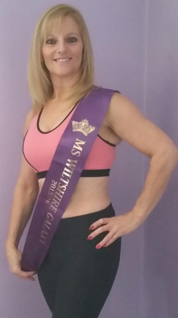 Korábban a fiatalos nagymama a Miss Wiltshire szépségversenyről győztesként tért haza. A regionális megmérettetésnél azonban jóval nagyobb falatnak tűnt a Miss Galaxy kihívása.
