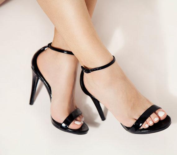 Az Archieves of Sexual Behaviour által megjelentetett tanulmány alapján a magas sarkú cipők viselése nemcsak növeli egy nő vonzerejét, hanem ezek a hölgyek sokkal megközelíthetőbbnek is tűnnek a férfiak szemében.