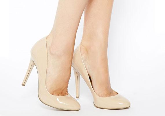 Az elegáns fekete cipő nyári párja: a nude szín mindenhez passzol.