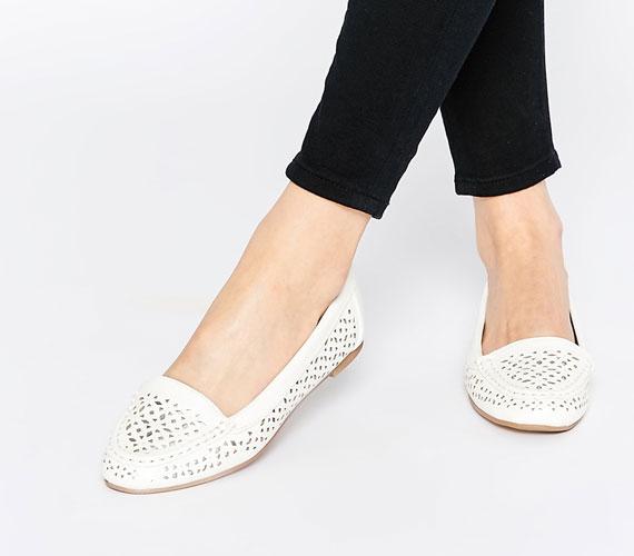 A keleties, áttört minták nagyon jól néznek ki, és egy egyszerű fazonú cipőt is feldobnak.