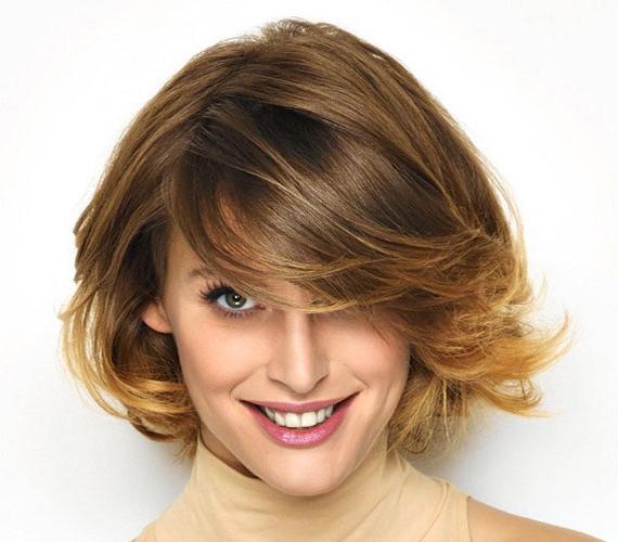 Óriás csavarókkal alakítható ki ez a laza frizura.