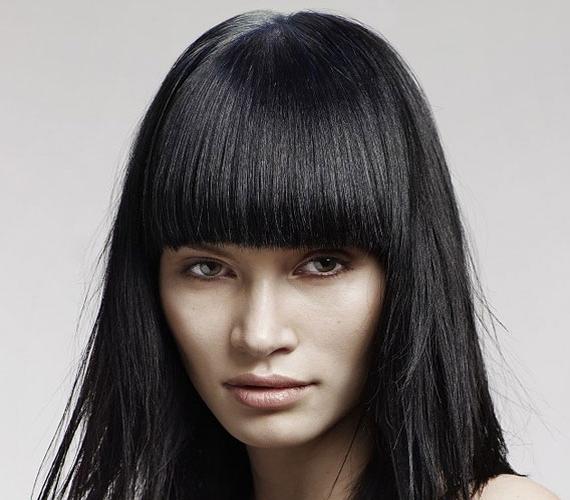 Érdekes és különleges a kerekített frufru vasalt hajjal.