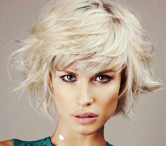 A rövid frizuránál tulajdonképpen te döntöd el, hogy egy adott napon frufruként viseled a tincseket, vagy egybefésülöd a hajad többi részével.