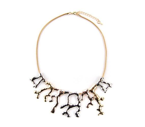 Igazi nyári nyaklánc ez a háromféle fémszínben pompázó, korallt formázó darab, amit ide kattintva vehetsz meg.