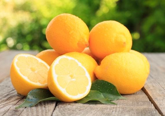 A citromban található C-vitamin nemcsak nátha ellen hat, hanem segít megelőzni a ráncokat is, köszönhetően annak, hogy serkenti a kollagéntermelést.