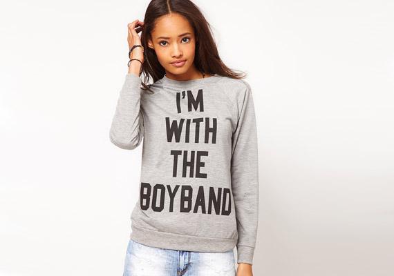 A feliratos pólók reneszánszukat élik, de nem mindegy, mi van rajtuk. A kedvesen szexinek és vagánynak tűnő feliratok inkább olcsónak mutatják viselőjüket.