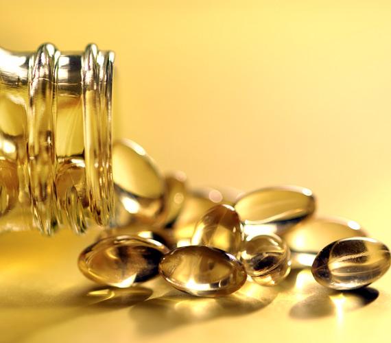 A táplálkozással nem biztos, hogy elég vitamin és így elég antioxidáns jut a szervezetedbe, ami a bőrön is meglátszik egy idő után. Az E-, A- és C-vitamin-bevitelre különösen ügyelni kell. A vitaminkészítmények változó árúak, de nem kell a legdrágábbat megvenni, napi 50 forintból már kihozható egy mindenre kiterjedő táplálékkiegészítő.