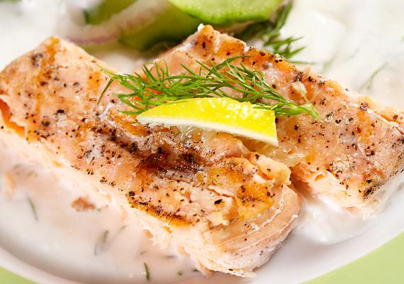 Itthon nagyon kevés halat fogyasztunk, pedig az omega-3 zsírsavak nagyon fontosak a bőrnek. Ha nem szereted a halat, halolajkapszulát mindenképpen érdemes fogyasztani.
