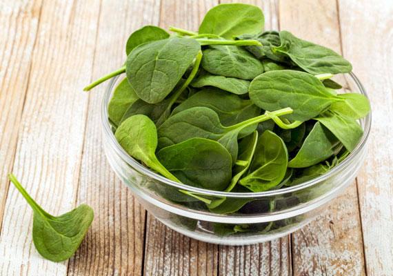 A spenót előnye magas klorofilltartalma, a zöld színanyag segíti az oxigénfelvételt, javítja a bőr keringését is. A spenót emellett sok vasat tartalmaz, bár annyira nem hasznosul jól, mint az állati eredetű.