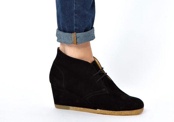 A magas talpú cipők továbbra is divatosak, nagy előnyük, hogy a megemelt sarok ellenére nagyon kényelmesek.