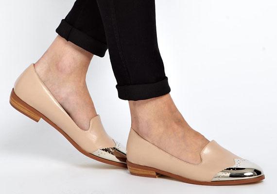 A fémorr elegánssá teszi még az újra divatba jött papucscipőt is, de nem csak ezen a fazonon láthatsz majd fémorrot.