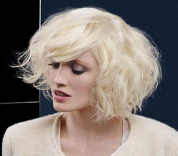 Ez a haj alapos beszárítást kíván, de megéri a fáradságot. Nőies, kicsit vintage, mégse divatjamúlt.