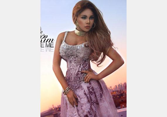 Lil Kim lemezborítójára darázsderekat photoshoppoltak az énekesnőnek, de mintha egy kicsit túlzásba vitték volna.