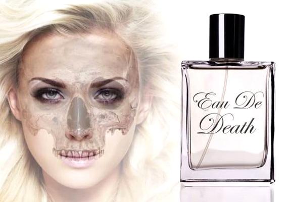 Már a terméket népszerűsítő plakát is elrettentő, de hogy milyen lehet a zombis parfüm illata, azt el sem tudjuk képzelni - a készítők szerinta rohadt tojás és a főtt káposzta a legjobb hasonlat.
