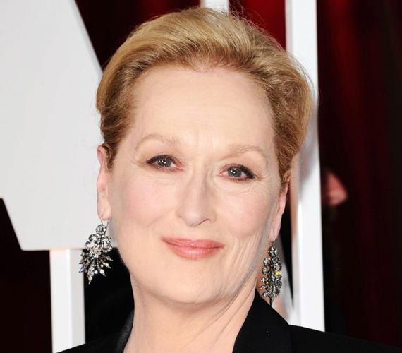 Meryl Streep jó pár évtizede a szakmában van, de szerencsére nem állt be a plasztikázott hatvanasok sorába. 65 évesen vállalja a ráncait és úgy általában bőre tökéletlenségét, talán ennek is köszönheti, hogy több szerepet kapott az utóbbi időben, mint bárki más a korosztályából.