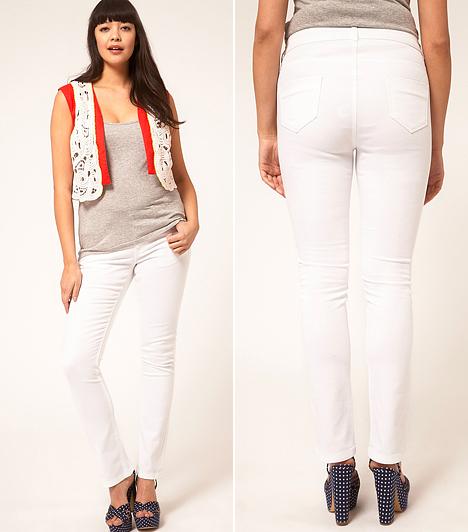 Fehér nadrág  A fehér nadrág most ismét nagyon divatos, de sajnos mindent kiemel válogatás nélkül, azt is, amire nem vagy olyan büszke. A szétterülő, megereszkedett fenékformát optikailag összeterelheted az egyenes szárú fazonokkal, ám a szabálytalan ívek korrigálásához a zsebekkel szintúgy trükköznöd kell. Amennyiben alul hansúlyosabb, de a külső íveknél kontúrtalan a tomporod, olyan megoldást válassz, melyen a laposabb szélek mentén helyezkednek el a zsebek. Ha narancsbőröd van, végképp felejtsd el a világos nadrágokat.