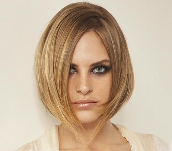 Az A-vonalú bob tökéletes vékony szálú hajból, ráadásul mivel a tincsek végeit elvékonyítják, a szálak egymásra tudnak támaszkodni, megemelve ezzel a frizurát, ami így dúsabbnak is tűnik.