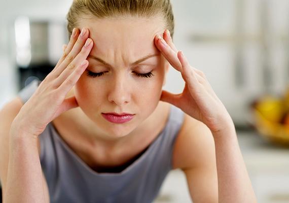 Fokozott stresszAz extrém stressz is kiválthat hajhullást, mivel a szervezet hosszabb időn keresztül van kitéve annak az állapotnak, amikor vészhelyzeti készültségre vált, és ilyenkor az anyagcsere és a sejtmegújulás nem a szokott mederben zajlik. Ennek pedig a hajad is megissza a levét. Próbáld meg kideríteni, mi váltja ki a stresszt, és csökkentsd a hatását. Ebben segítségedre lehet egy szakember.
