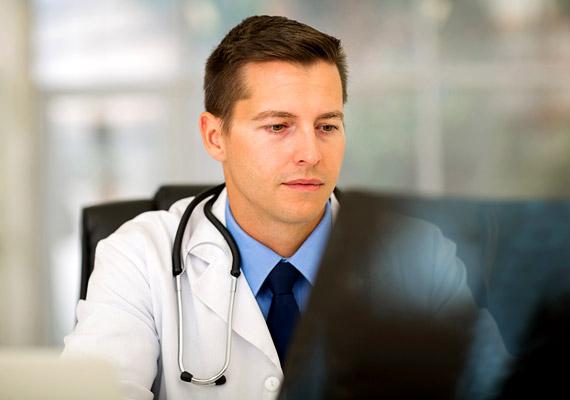Az is előfordulhat, hogy valamilyen egészségügyi problémának csak a mellék tünete a hajhullás. Ha ilyesmire gyanakszol, akkor mihamarabb fordulj orvoshoz! Addig is ide kattintva elolvashatod, mi minden állhat a hátterében, hogy tájékozottabban ülhess le az orvosoddal konzultálni!