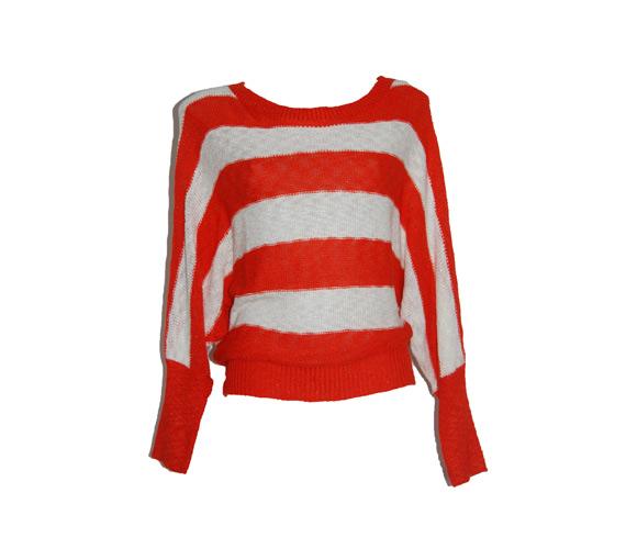 A nyolcvanas évek nem akar kimenni a divatból, ez pulóver pedig tökéletes a megidézéséhez, szűk nadrággal vagy farmersorttal igazi kedvenc lehet, 4500 forintba kerül.
