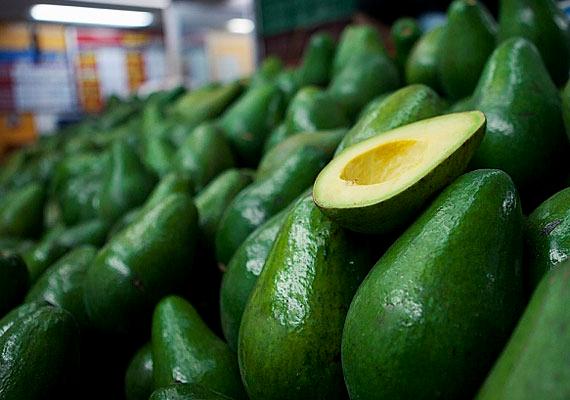 Az avokádóolaj nem a magból, hanem a zsíros gyümölcshúsból származik, tele van bőrszépítő E-vitaminnal, nemcsak az arcra, de a dekoltázsra és nyakra is bátran használható.