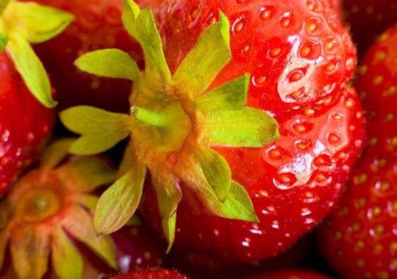 Az eper antioxidáns hatású, a benne található A- és C-vitamin serkenti a kollagéntermelést. Magában vagy tejszínnel együtt használd.