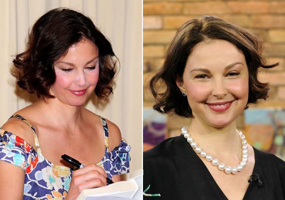 Ashley Judd nemcsak a púdernek köszönhetően néz ki mókásan, de mintha a pirosító is megszaladt volna.