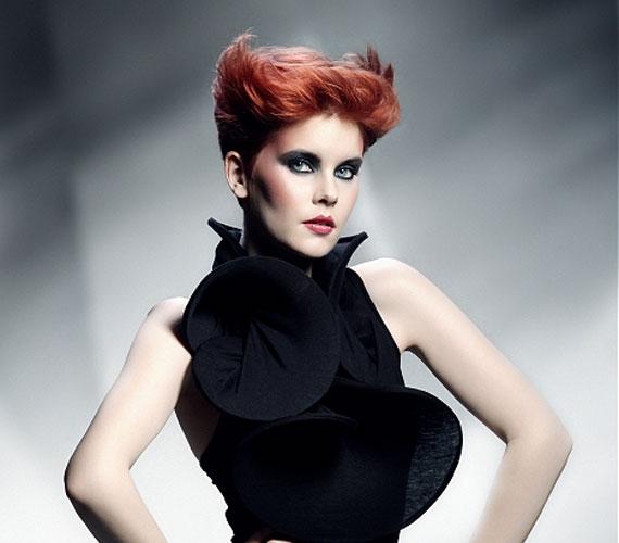 A vörös haj röviden is a végzet asszonyává tehet.