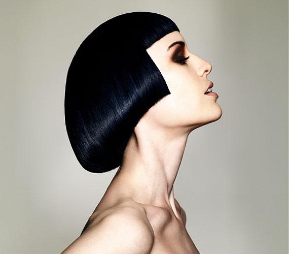 A Kleopátra-frizura vékony szálú hajból is tökéletesen megformázható.