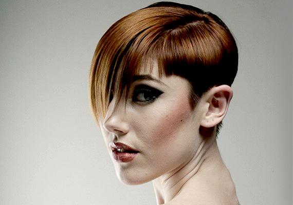 A kevésbé puha vonalú, de szintén aszimmetrikus frizura egy jó sminkkel kombinálva évekkel fiatalabbnak mutathat.