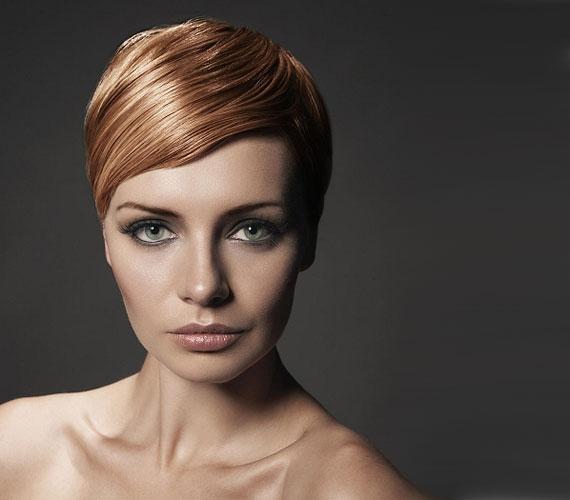 Ha magas a homlokod, akkor mindenképpen hagyj meg egy kis frufrut, akár féloldalasat is, hogy eltakard a túl nagy bőrfelületet.