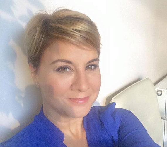 Ábel Anita jó ideje a rövid hajat preferálja, volt már rövidebb is, most ezzel a franciás fazonnal néz ki nagyon jól.